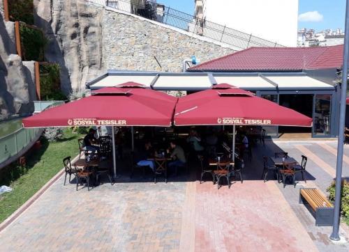 Teleskopik-Buyuk-Kare-Restaurant-Semsiyesi-2